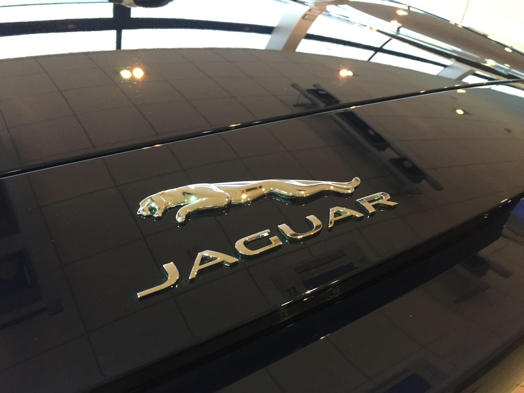 Jaguar F-TYPE 2.0 P300 R-Dynamic image 6